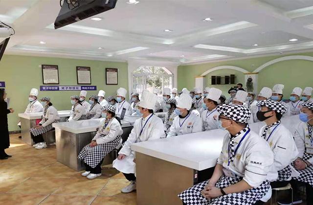 """武漢""""兩會""""召開在即 洲際酒店來校宣講"""