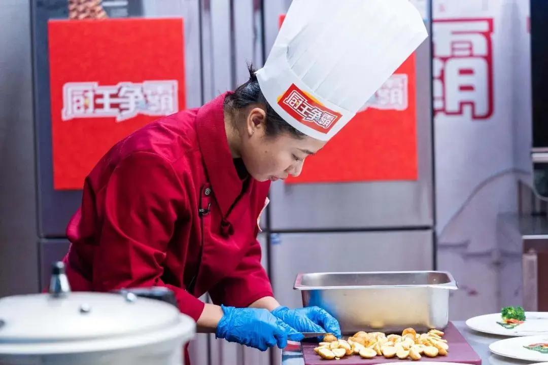 征戰央視《廚王爭霸》!新東方烹飪名師戰隊特輯——名師黃思源